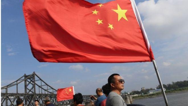 位于丹东的鸭绿江大桥是中朝经济运输的重要途径