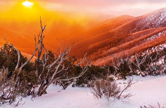 Закат сквозь мглу на горе Готэм, штат Виктория, 11 августа 2012