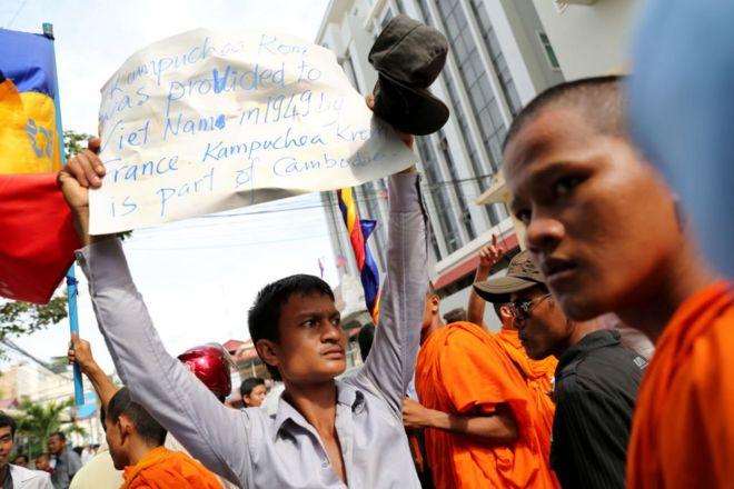 Người Campuchia biểu tình phản đối VN trước đại sứ quán Việt Nam tại Campuchia, yêu cầu VN trả lại vùng đất lịch sử Kampuchea Krom