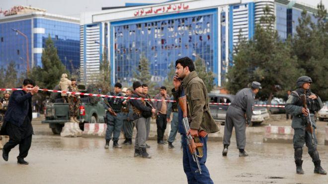 شمار کشتههای انفجار انتحاری در شمال کابل به ۱۴ نفر رسید