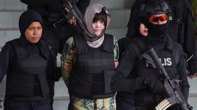 Đoàn Thị Hương trên đường bị áp giải đến phiên tòa hôm 16/8