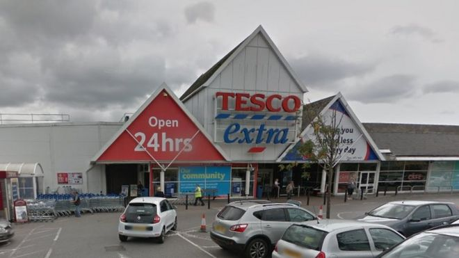 Tesco Baguley: Smelly supermarket 'should be shut' - BBC News