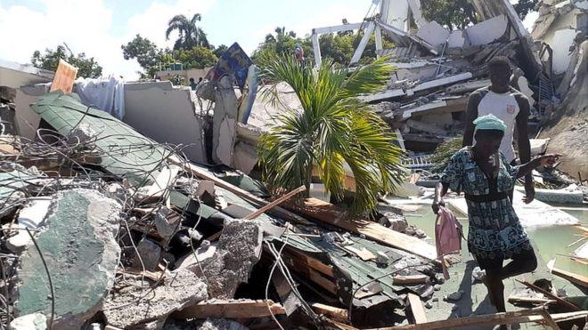 Casa derrumbada en Les Cayes, Haití tras el terremoto.