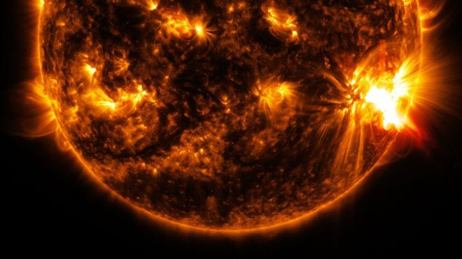 Solar storm: Evidence found of huge eruption from Sun - BBC News