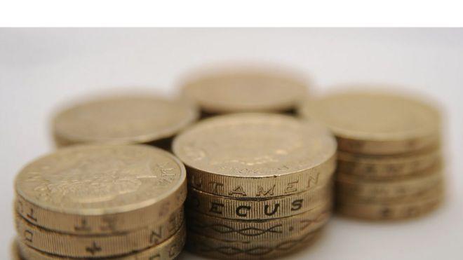 Куча фунт монет