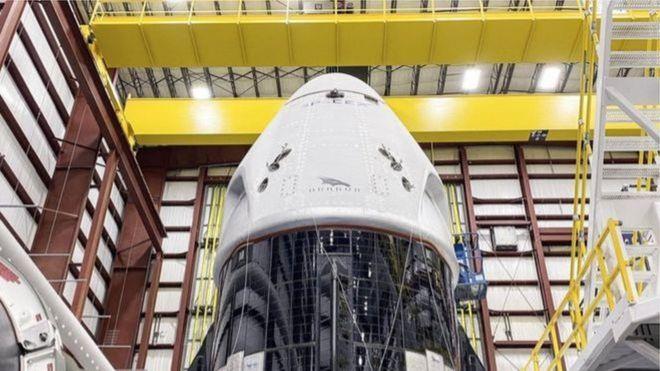 SpaceX-ə məxsus Crew Dragon gəmisi - kommersiya uçuşları üçün hazırlanmış ilk kosmik gəmi