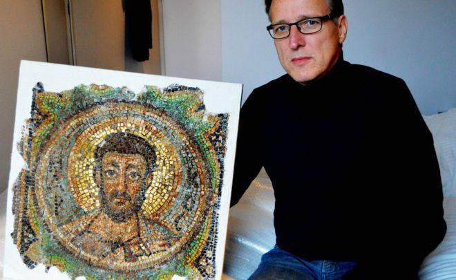 Arthur Brand displays the mosaic