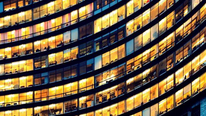 Из 100 сотрудников может быть всего трое или четверо тех, кто испытывает настолько серьезные сложности в работе, что им требуется вмешательство или смена карьеры