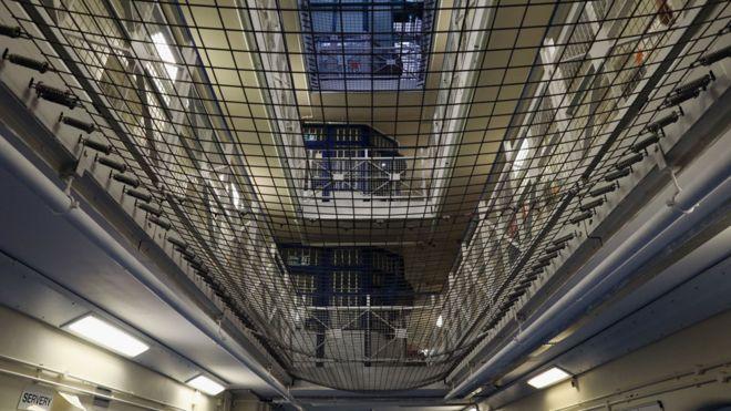 Prison sentences: Charities and probation staff union
