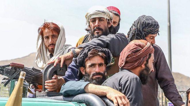 Militantes talibanes en Kabul