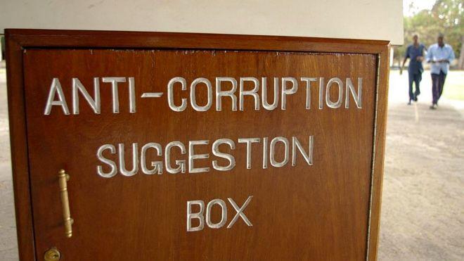 В Кении, известной высоким уровнем государственной коррупции, игроки поначалу давали незнакомцу меньше денег