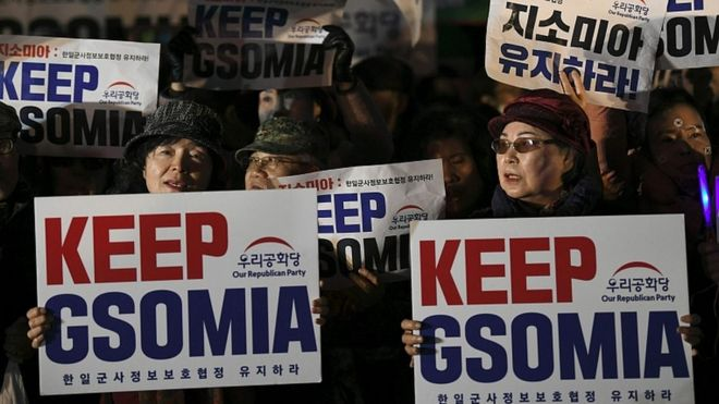 Protesters demand an extension of the intelligence-sharing pact in front of the US embassy in Seoul on November 22, 2019
