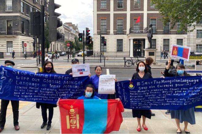 伦敦,中国驻英使馆外的抗议