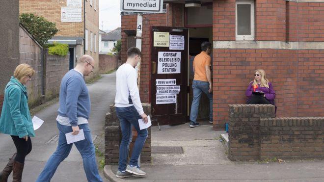İngiltere erken genel seçimler için sandık başında