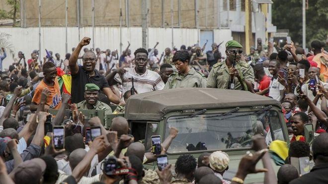 Soldiers seize Mali President Ibrahim Boubacar Keïta - BBC News