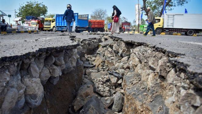 Gempa Lombok Tarik Ulur Status Bencana Nasional Mendesak Atau