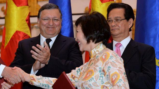 Ảnh chụp năm 2014: Bà Hồ Thị Kim Thoa tại một buổi lễ ký kết với EU ở Hà Nội