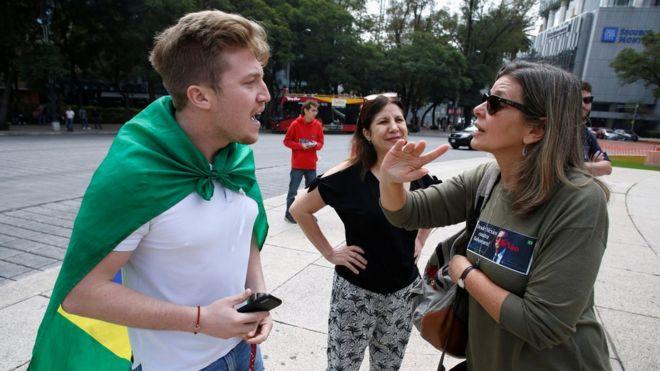 Apoiador de Bolsonaro discute com mulher do movimento EleNão
