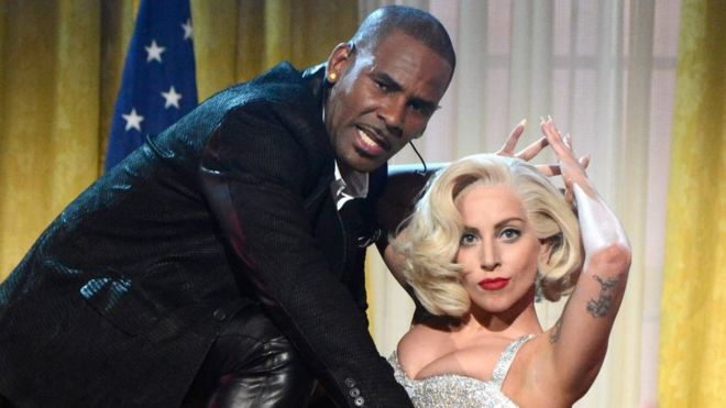 R Kelly and Lady Gaga performed together at the 2013 American Music Awards
