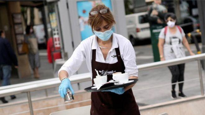 美国许多服务行业人士收入低,靠小费补充。