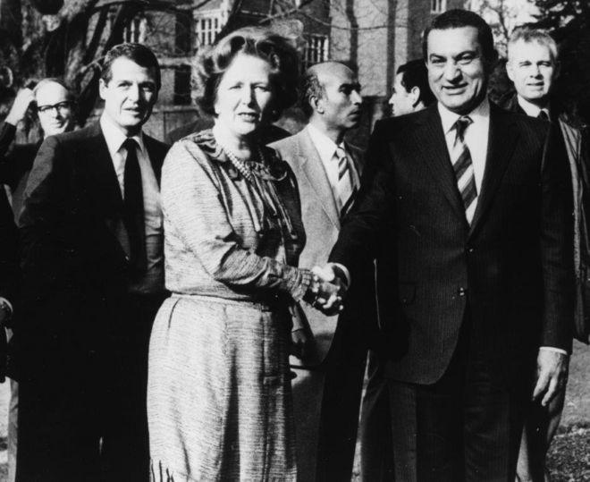 وثائق سرية بريطانية: مبارك قبل طلب أمريكا توطين فلسطينيين بمصر مقابل إطار لتسوية شاملة للصراع مع إسرائيل _98934498_thactcherandmuabrak