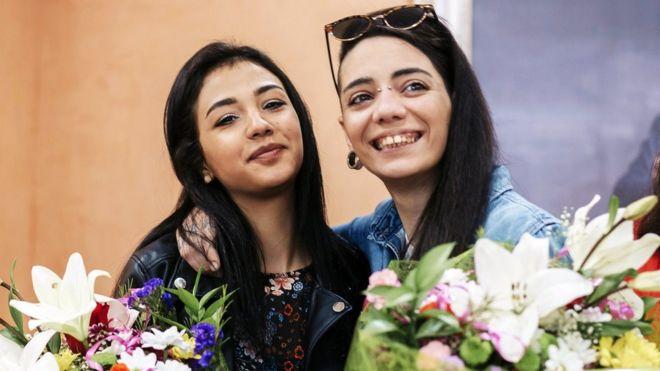 Lezbiyen çiftin aşk hikayesi: Eve gitmek isterken Türkiye'de hapse girdiler