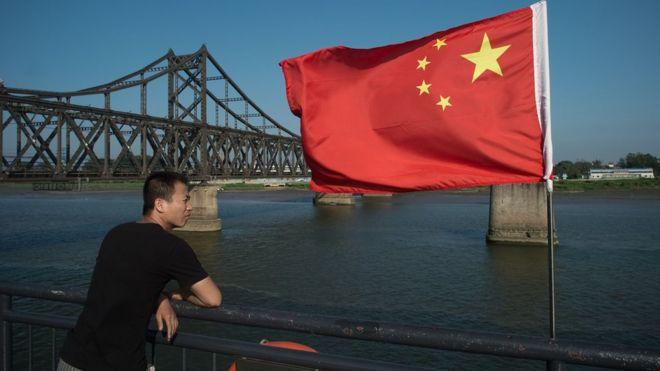 Puente en la frontera entre China y Corea del Norte.