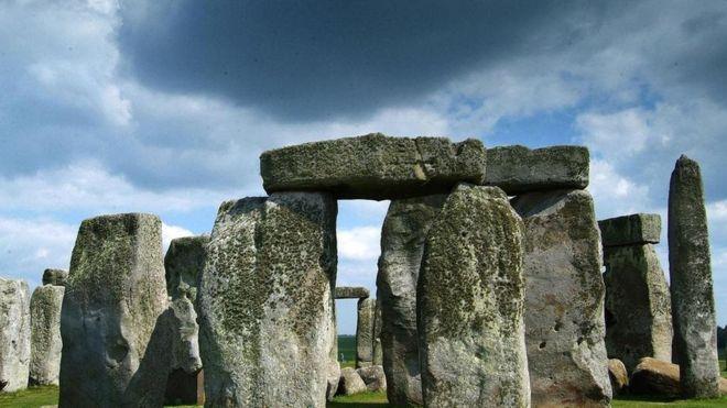 英国巨石阵底下开挖隧道的争议
