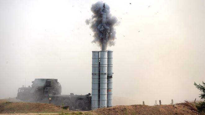 Пуск ракеты комплекса С-300 на учениях в 2015 году