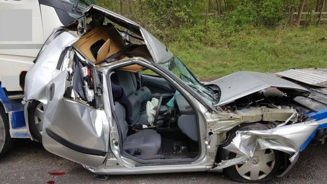 M1 crash photos released by police in driving safety bid - BBC News