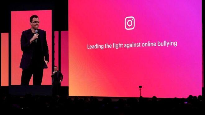 Глава Instagram Адам Моссери в апреле на конференции.