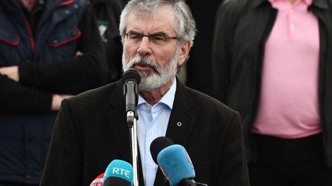 Джерри Адамс выступает на мероприятии, посвященном празднованию голодовки в западном Белфасте