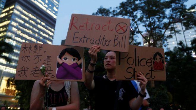 Protestos de extradição em Hong Kong: Governo suspende projeto de lei