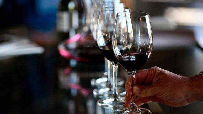 Copas de vino tinto.