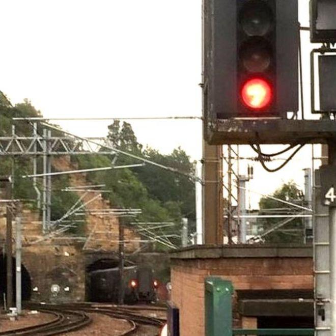 Brake valve was closed on overshot train at Edinburgh Waverley
