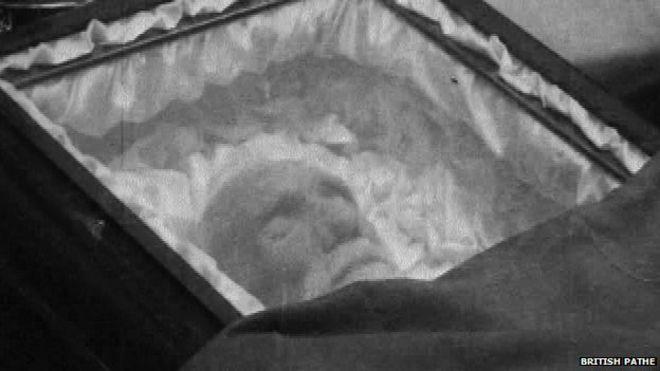 Джеремия О'Донован Роза устроила публичные похороны в Дублине, которые привлекли большое внимание