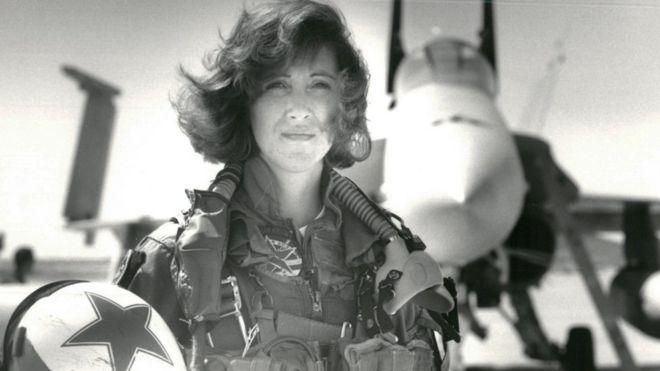 Tammie Jo Shults: Southwest pilot praised for safe landing