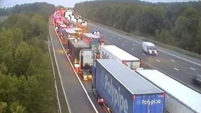 M1 delays: Woman dies after being hit by a van - BBC News