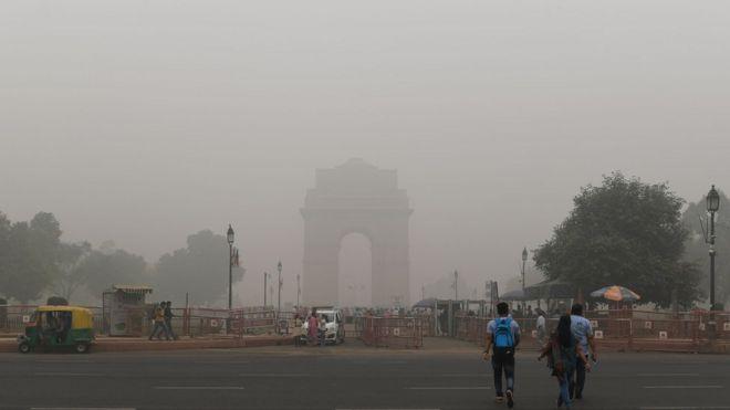 puerta de la india contaminación visible de la ciudad