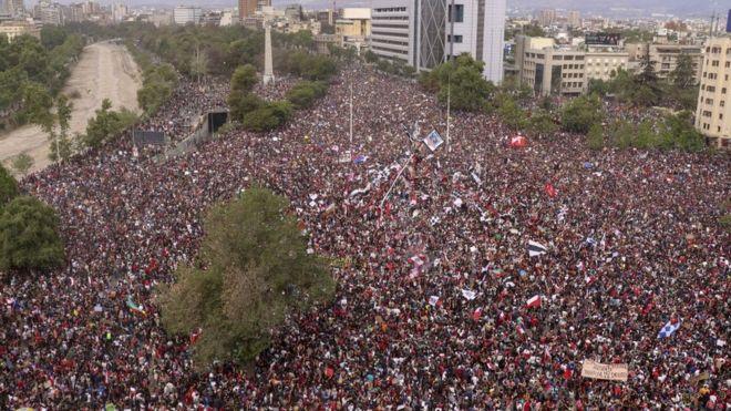 Manifestación en Plaza Italia, Santiago.
