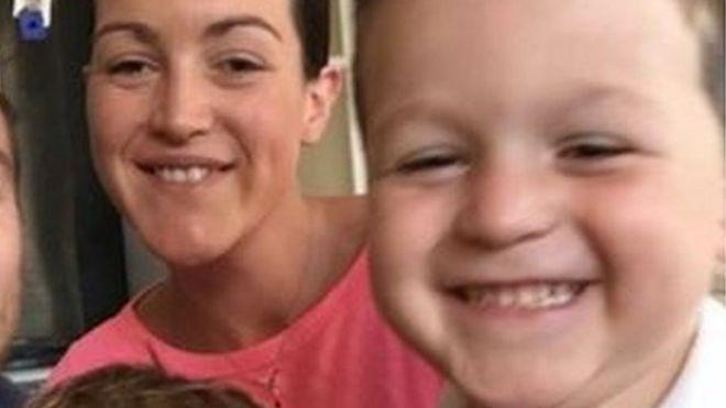 Crash death mum Laura Hopes 'distracted by children' - BBC News