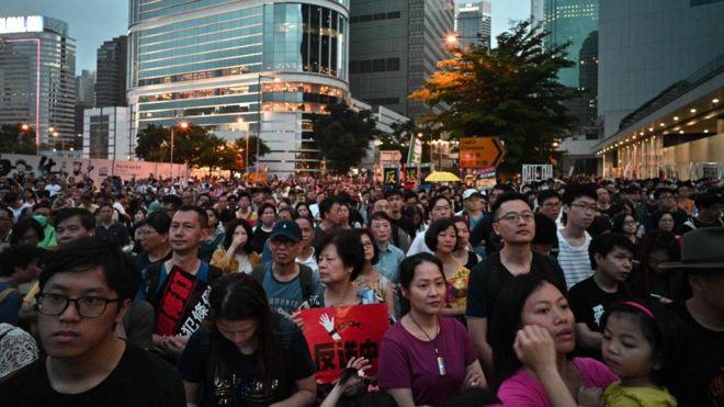 香港万人抗议