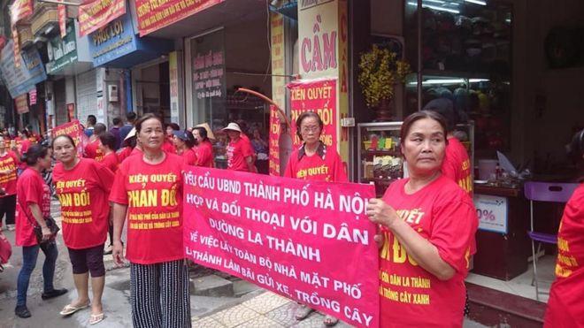 Người dân từ 139 nhà vẫn kiên trì đi tuần hành biểu tình từ tháng 5 năm ngoái đến nay