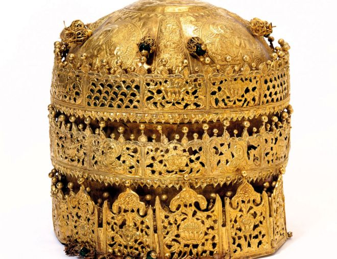 V&A Museum, Maqdala 1868 display: Crown, gold and gilded copper with glass beads, pigment and fabric, made in Ethiopia, 1600-1850