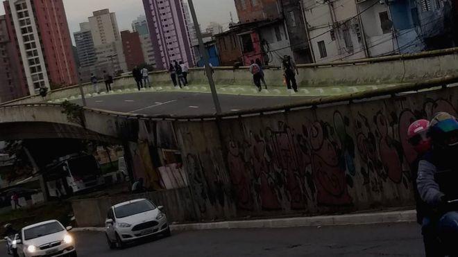 Viaduto próximo à favela de Heliópolis