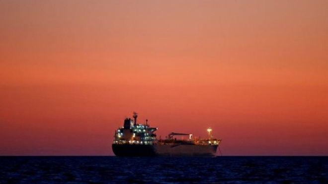 Barco iraní con gasolina llega a Venezuela