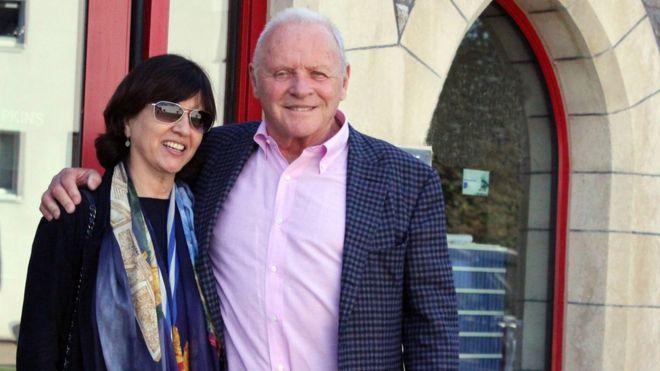 Сэр Энтони Хопкинс и его жена Стелла в Королевском уэльском колледже музыки и драмы в Кардиффе