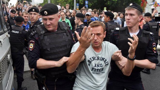 Навального арестовали на 10 суток из-за акции в поддержку Голунова