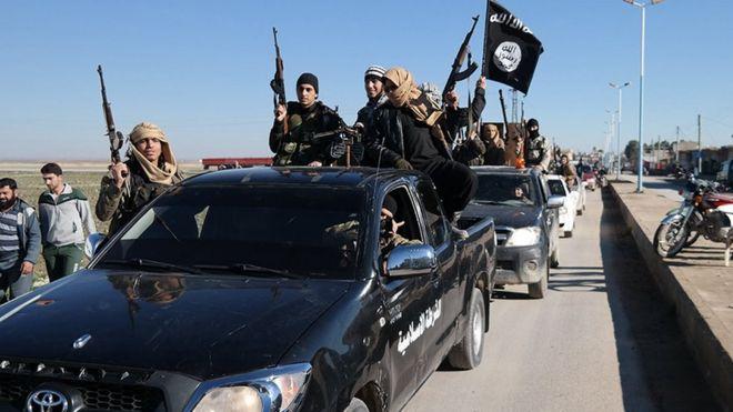 Tel Abyad'daki IŞİD militanları.