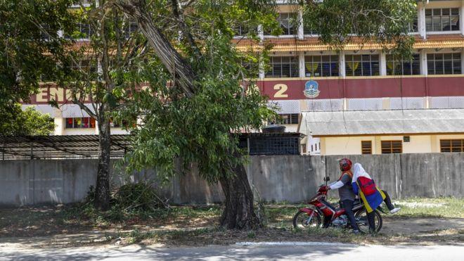 Fachada da escola SMK Pengkalan Chepa 2
